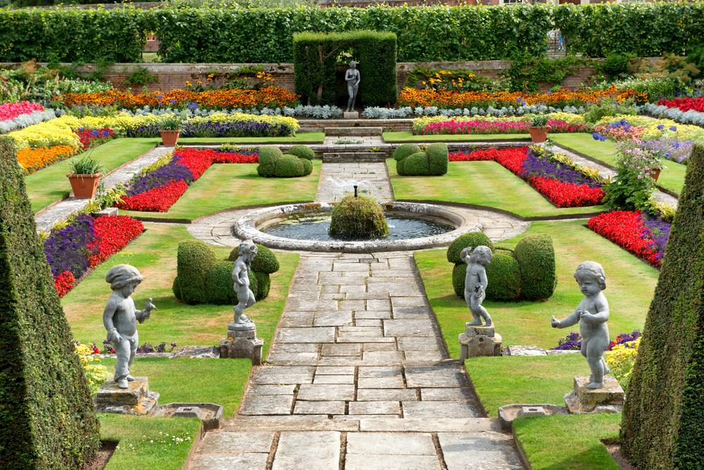 Hampton Court ramps up flower power
